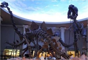 replika Dinosaurus didalam  Musium Satwa - Jatim Park II