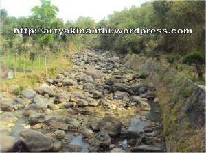 sungai berbatu - di lereng gunung Wilis