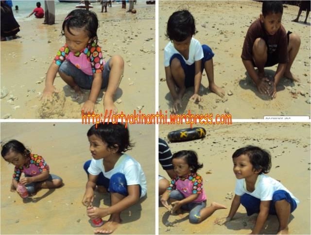 Bermain Pasir dan air di Pantai Karanggongso