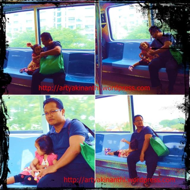 Kinan dan ayah di MRT singapore
