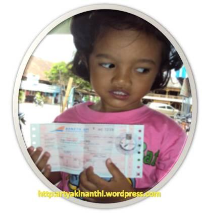 kinan dan tiket kereta Api Rapi Dhoho