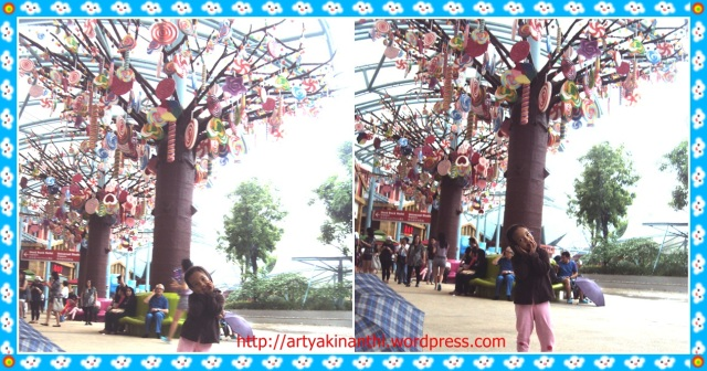 @Sentosa Island dibawah pohon permen