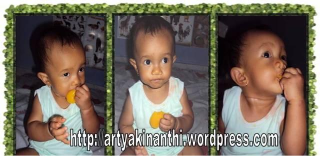 Kinan (dokumentasi  usia 1 tahun) menikmati puding la