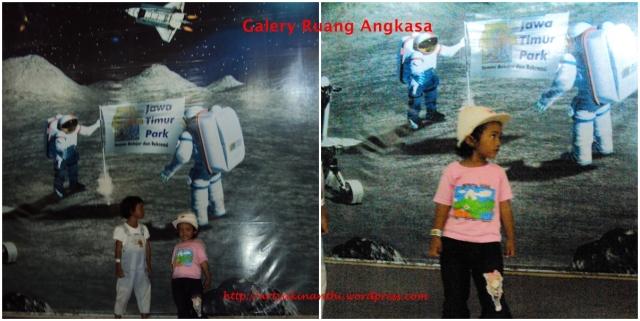 Kinan dan Mbak Dila berpose didepan galeri belajar tentang ruang angkasa