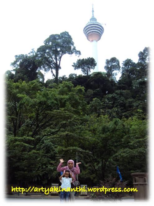 Menara Kuala Lumpur dari Depan LRT Dang Wangi