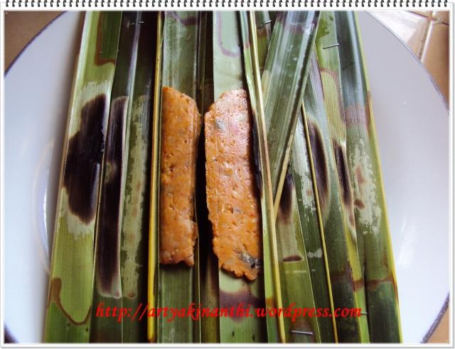 Otak-otak Khas Bintan dengan bungkus daun kelapa