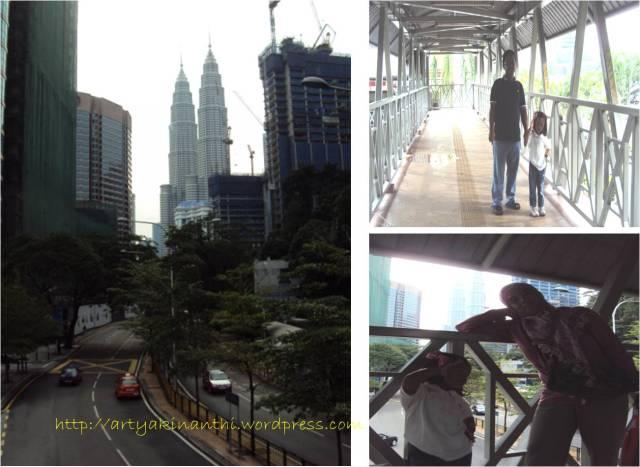 Menara Kembar Petronas dari Jembatan Penyeberangan Bukit Nanas