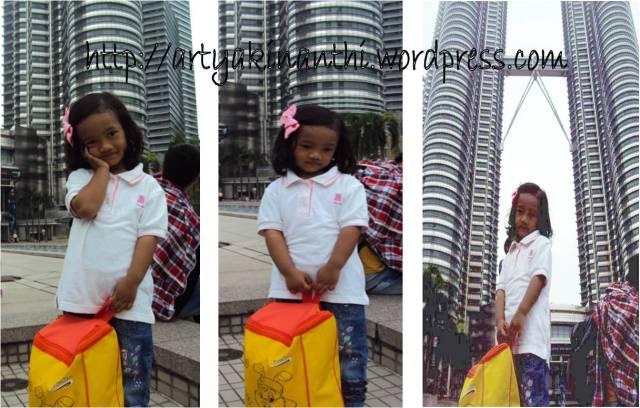 Kinan tak mau kalah dengan ayah...bergaya dengan Tas BOBO kesayangan :)