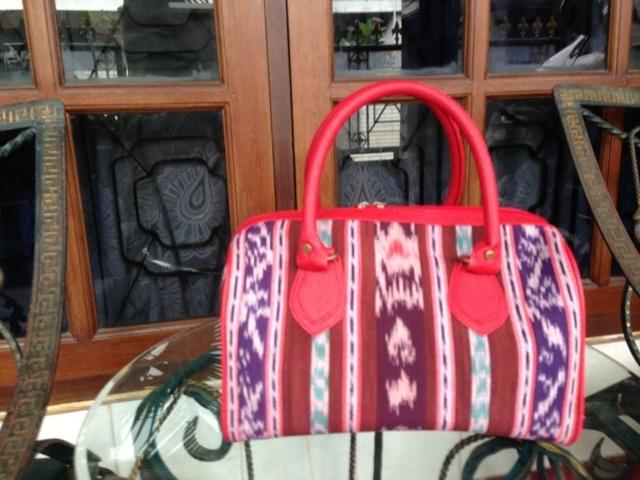 Cantik kan tas nya, bagi yang berminat bisa check  di online shopnya mbak novy lho disini