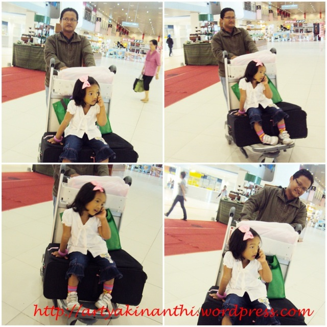 Kinan @ Subang Airport...dipaksa untuk bertelepon ngabisin pulsa di Digi Sim Card