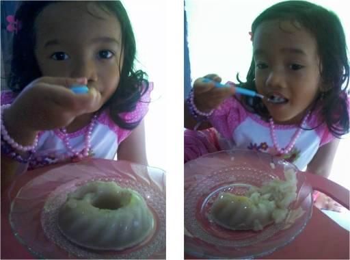 kinan makan puding pisang