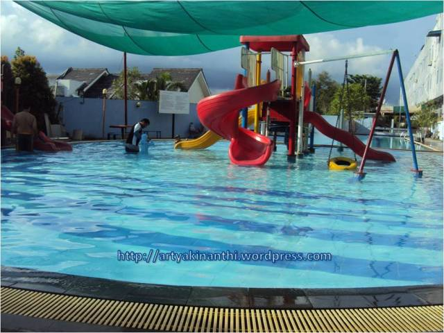 Kolam renang Anak The Centro hotel and residence Batam