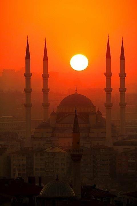 Senja di Istanbul, Turki Courtessy dari FB 99 Cahaya di Langit Eropa link disini