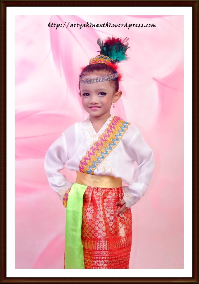 Kinan dengan kostum menarinya