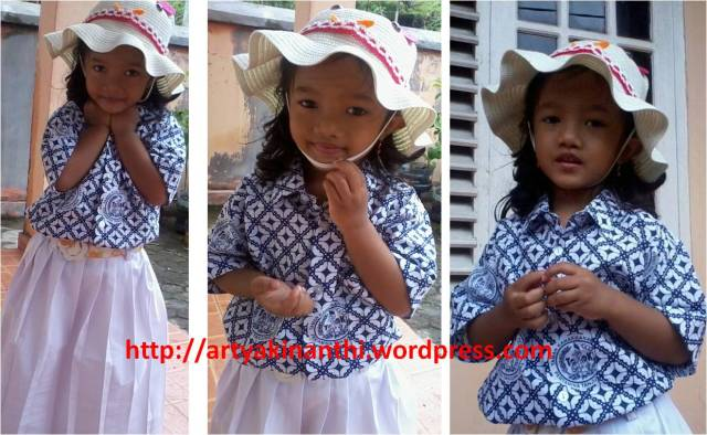 Kinan dengan seragam Batik hari Rabu