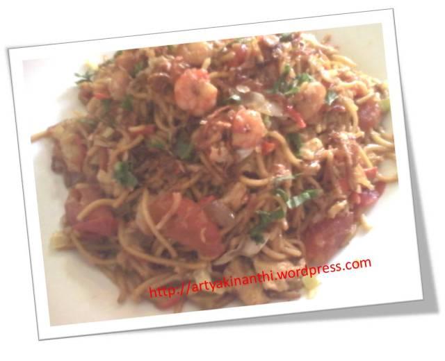 Mie goreng ala emak kinan (entah ini judulnya mie goreng seafood atau mie goreng apa...yang pasti mie goreng campur campur :)