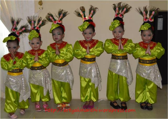 Team Kinan, icha,chila, moe,tasya,nindya