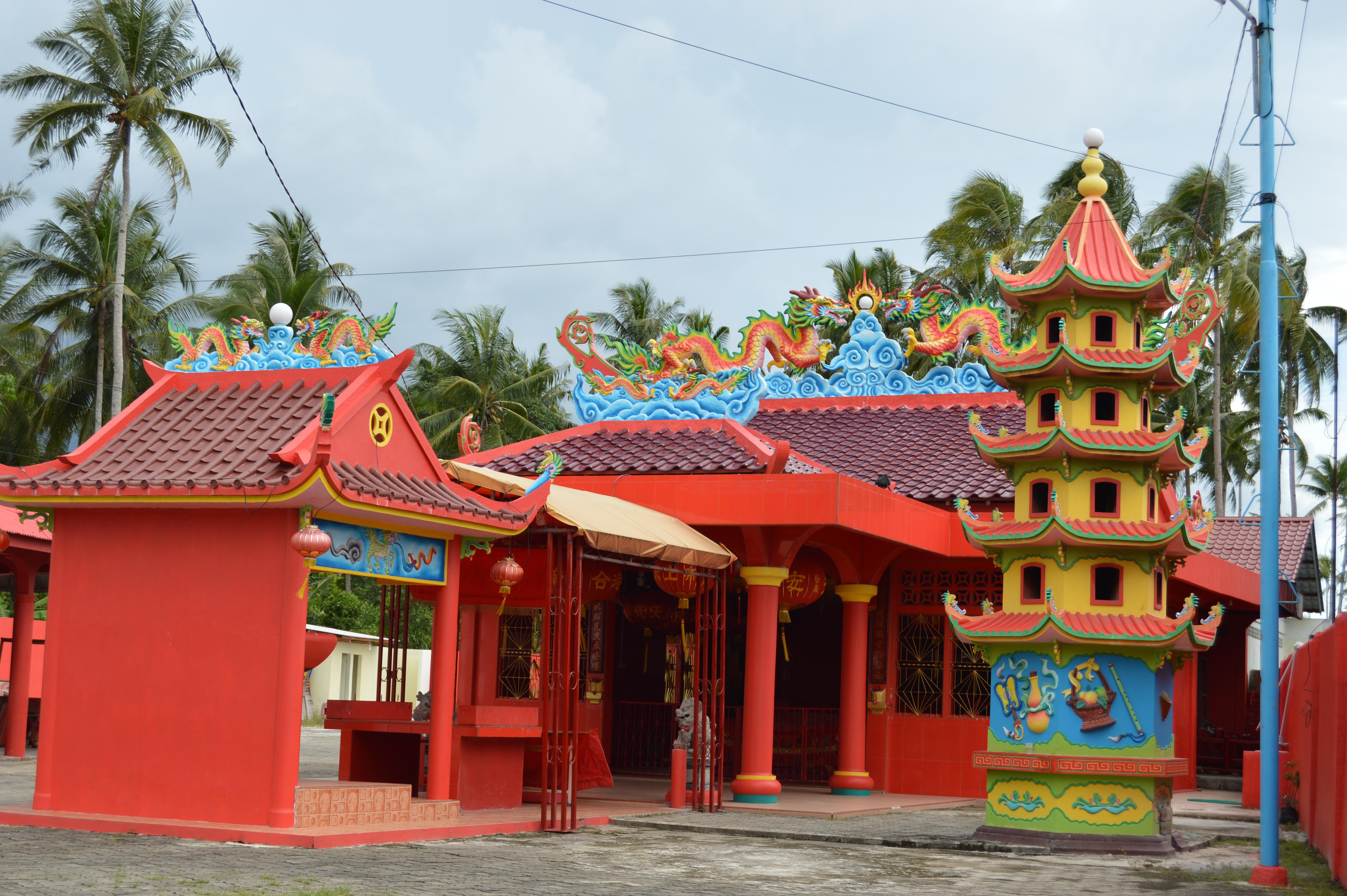 Vihara didaerah Kawal menuju Pantai Trikora Pulau Bintan