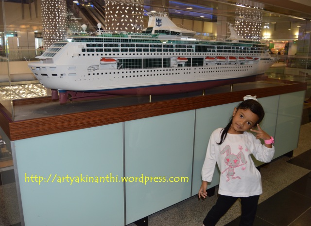 Narsis dulu di Harbour Front ferry Terminal - Singapore
