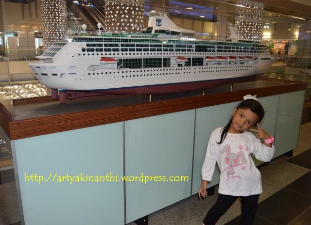 Narsis dulu di Harbour Front ferry Terminal - Singapore