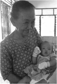 Kinan dan uyut saat berkunjung kerumah uyut beberapa minggu setelah kelahirannya